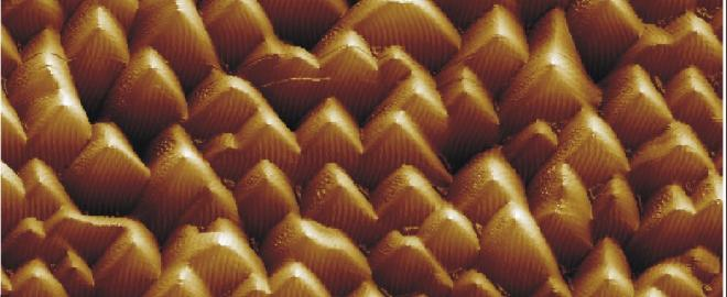 Superfícies facetadas de semicondutores - imagem de AFM